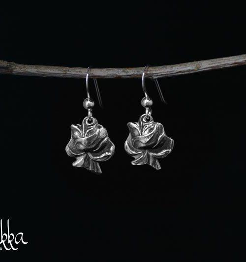 Hopeiset korvakorut lusikoista ruusu