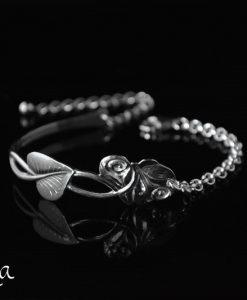 hopeinen rannekoru lusikoista isokukka