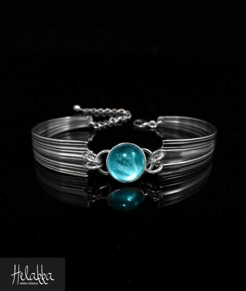 Helakka rannekoru lusikasta lasilla sininen
